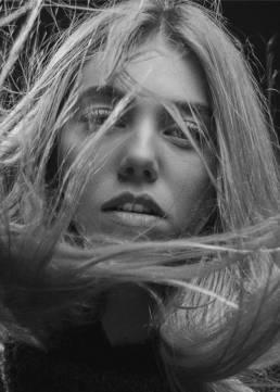 illustration femme cheveux regard